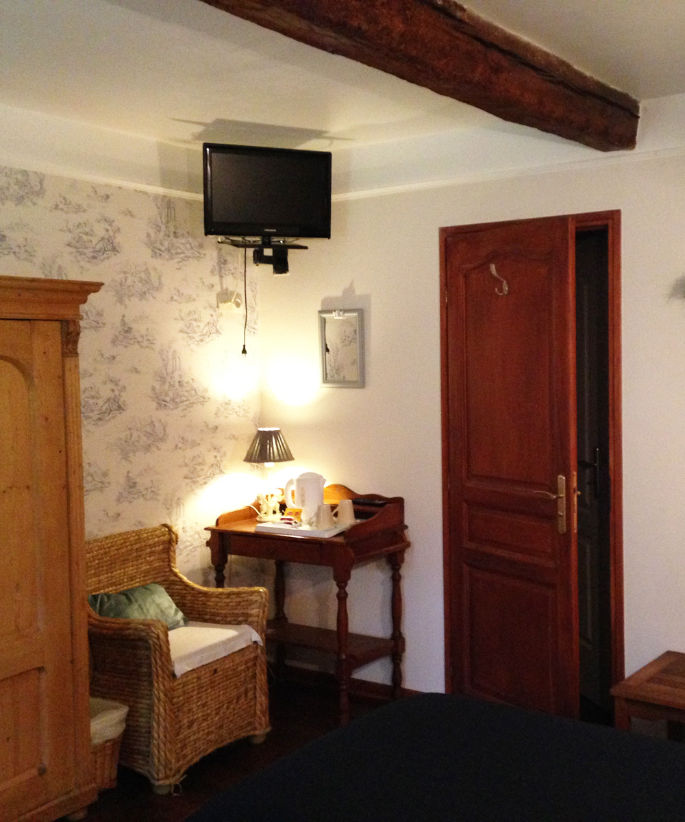 All the facilities in our rooms : wardrobe, telephone, TV, ...